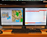 Enhanced 911 GPS Mapping Screen (left) -